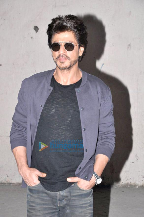 अपनी फ़िल्म 'रईस' का प्रमोशन करते हुए नजर आए शाहरुख खान