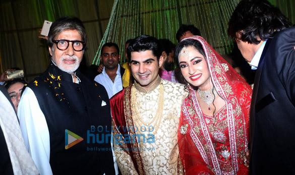 अमिताभ बच्चन मुंबई में अपने दोस्त के बेटे की शादी में आए नजर