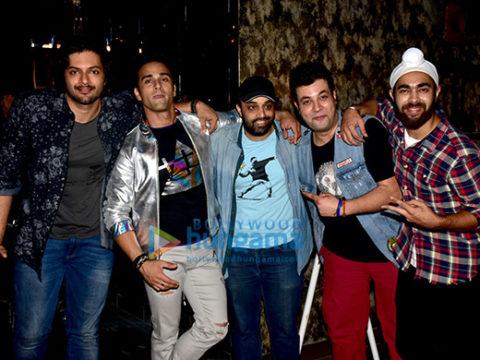 'फुकरे रिटर्न्स' की टीम मुंबई में एक प्रमोशनल गीत के शूट के लिए आई नजर