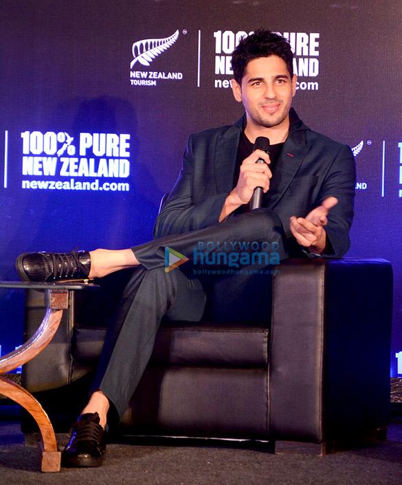 न्यूजीलैंड के टूरिज्म ब्रांड एंबेसडर के रूप में सिद्धार्थ मल्होत्रा ने पुणे में मीडिया को संबोधित किया