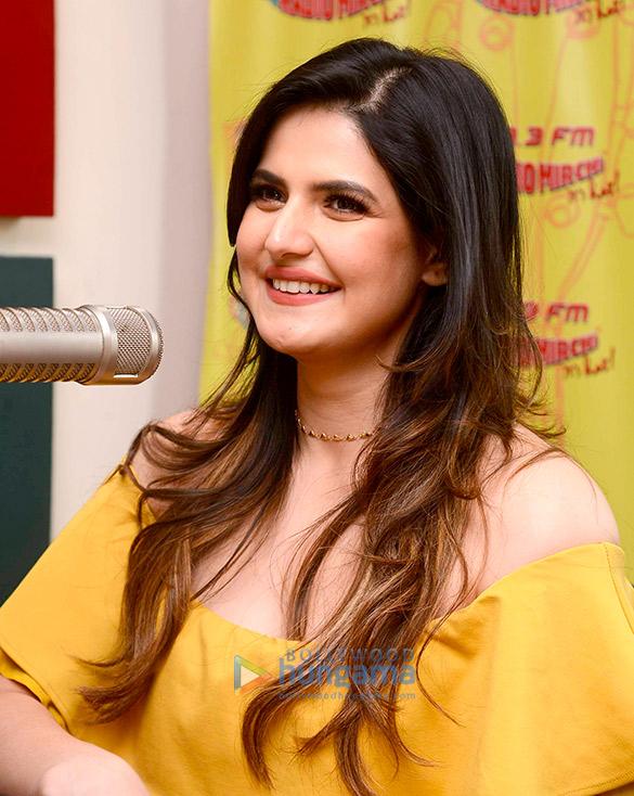 रेडियो मिर्ची 98.3 एफएम स्टूडियो में नजर आईं जरीन खान