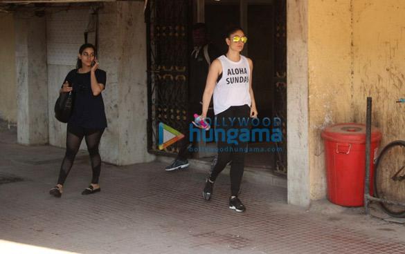 बांद्रा में अपनी जिम के बाहर नजर आईं करीना कपूर खान