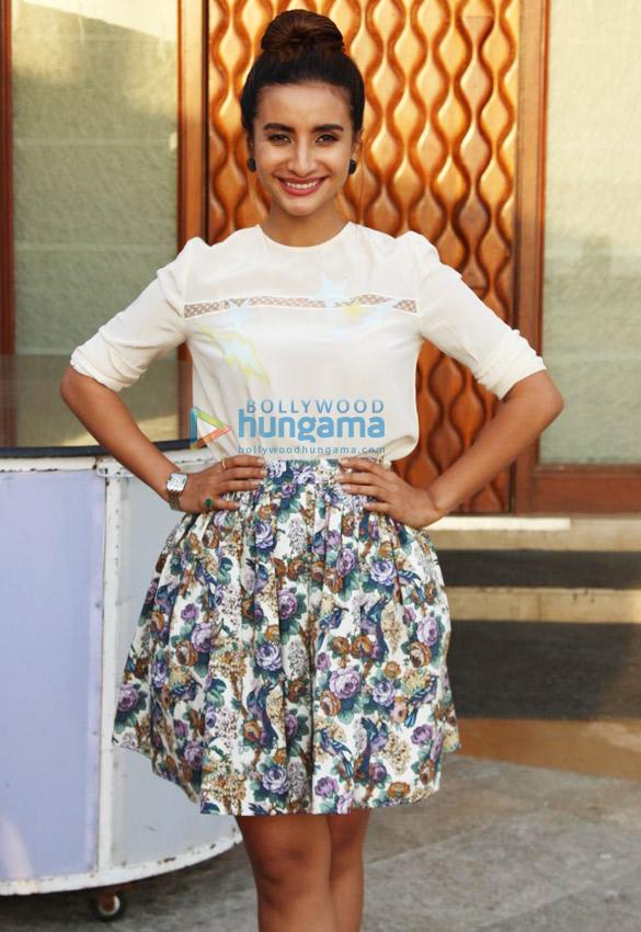 अभय देओल और पत्रलेखा नानू की जानू के लिए होटल सन एन सेंड में  मीडिया से मुखातीब होते हुए नजर आए