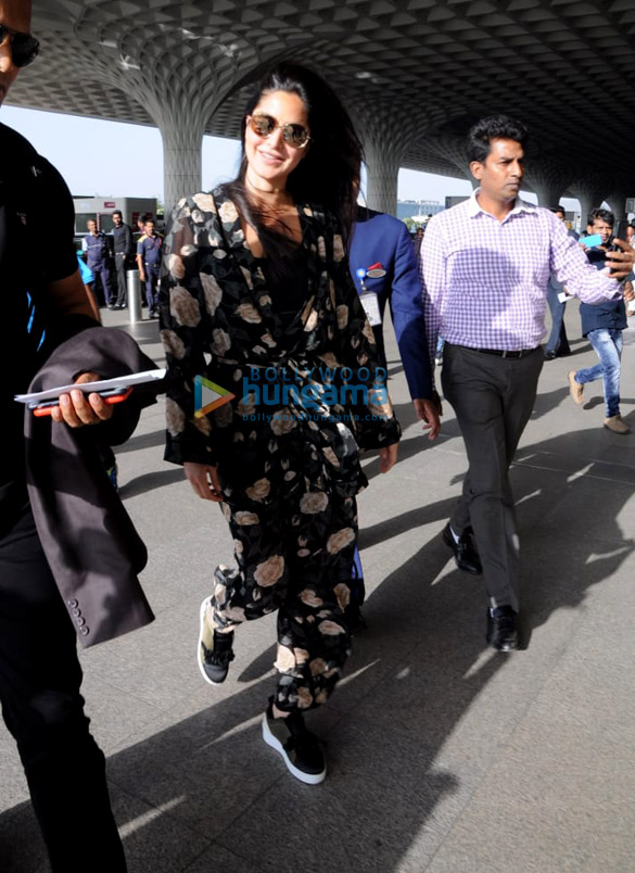 दिल्ली जाने के दौरान कैटरीना कैफ हवाई अड्डे पर आईं नजर
