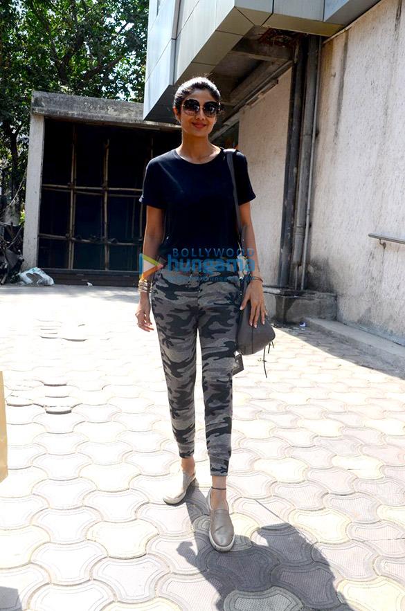 शिल्पा शेट्टी बांद्रा में क्लिनिक में विजिट के दौरान आईं नजर