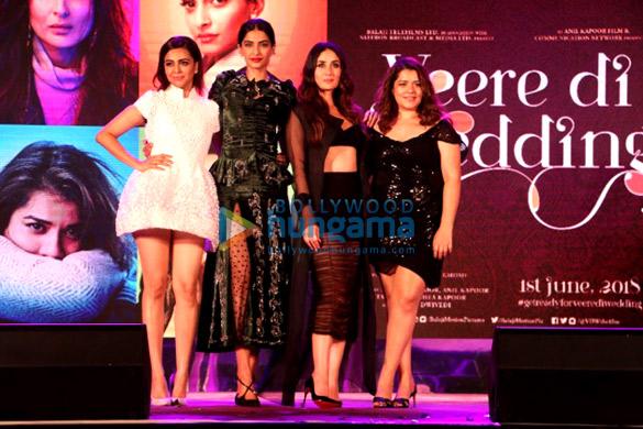 करीना कपूर खान, सोनम कपूर और अन्य 'वीरे दी वेडिंग' के म्यूजिक लॉंच में शामिल हुईं
