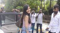 पूजा चोपड़ा बांद्रा स्थित हाकिम अलीम के सैलुन में आईं नजर