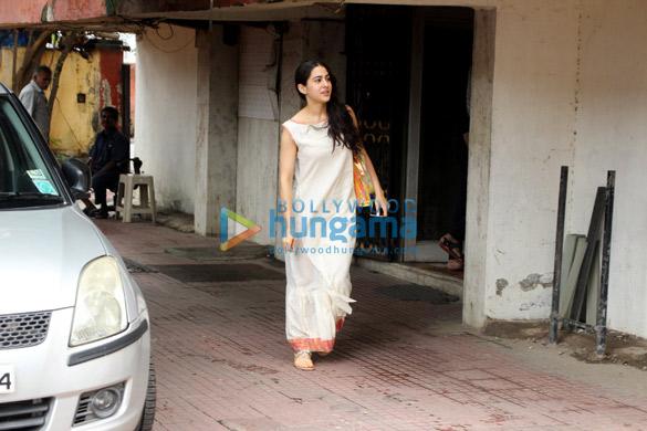 सारा अली खान मुंबई में आईं नजर