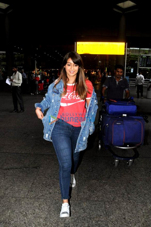 इलियाना डिक्रूज और अमीषा पटेल एयरपोर्ट पर आईं नजर