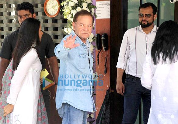 सलीम खान, अरबाज खान, मलाइका अरोड़ा अर्पिता खान के घर गणेश पूजा में आए नजर