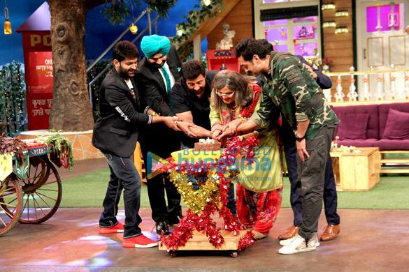 द कपिल शर्मा शो के मंच पर देओल के साथ अपना जन्मदिन मनाते अली असगर