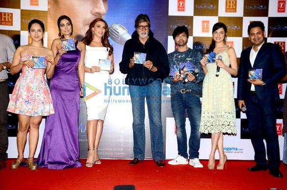 हिमेश रेशमिया और लूलिआ वंतूर की एलबम 'आप से मौशिकी' का अनावरण करते अमिताभ बच्चन