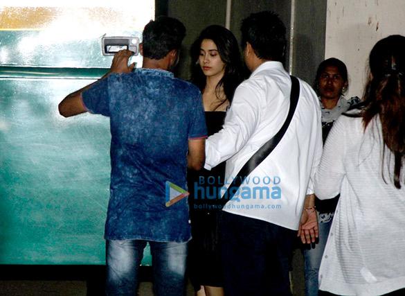 बांद्रा में एक विज्ञापन की शूटिंग पर नजर आईं श्रीदेवी और जाह्नवी कपूर