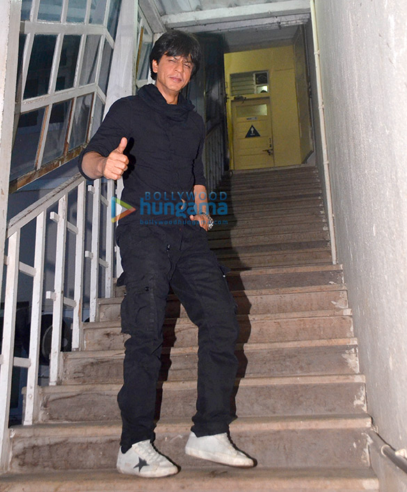 बॉलीवुड के सुपरस्टार शाहरुख खान अपनी फिल्म जब हैरी मेट सेजल के प्रमोशन पर आए नजर