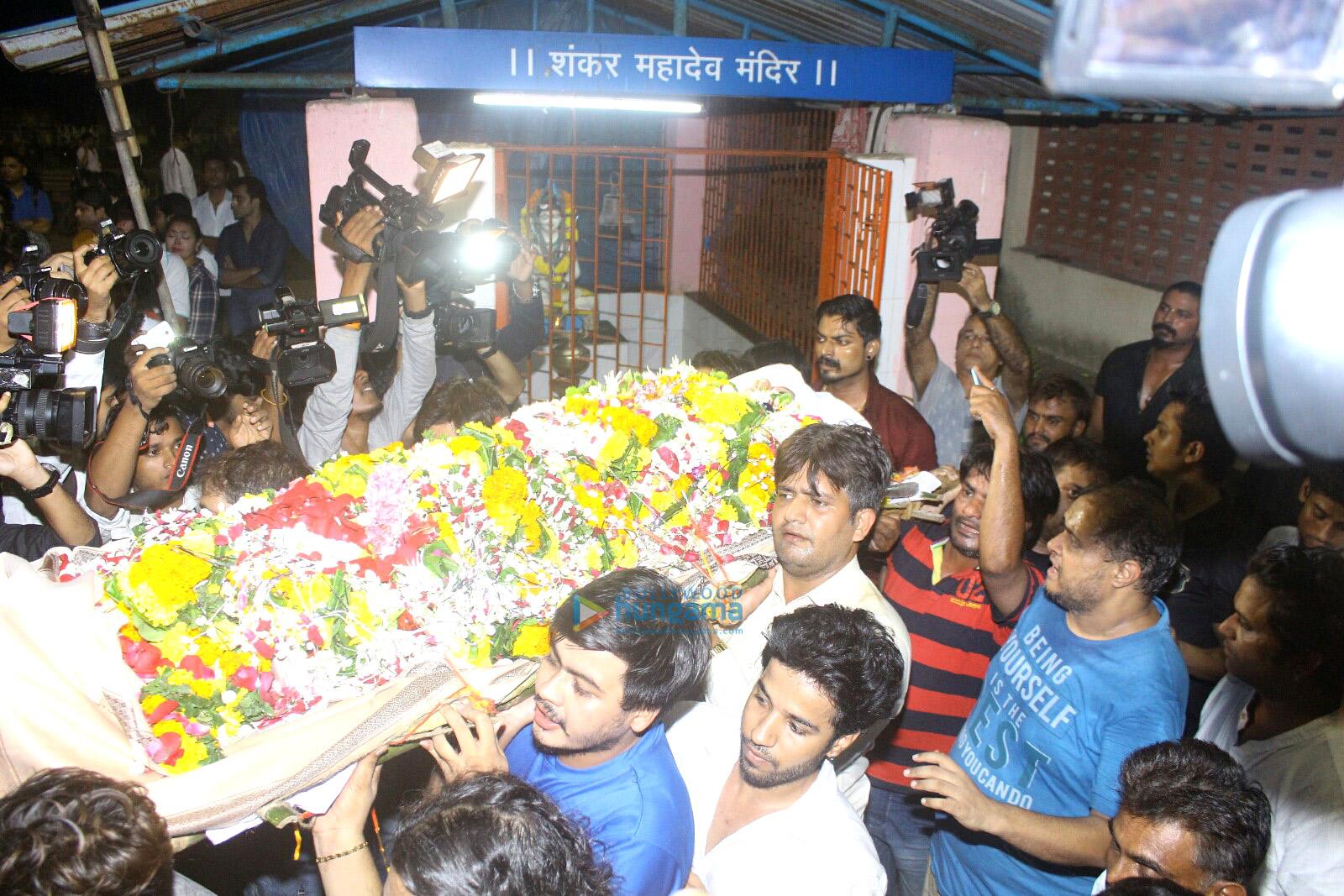 अभिनेता इंदर कुमार का अंतिम संस्कार