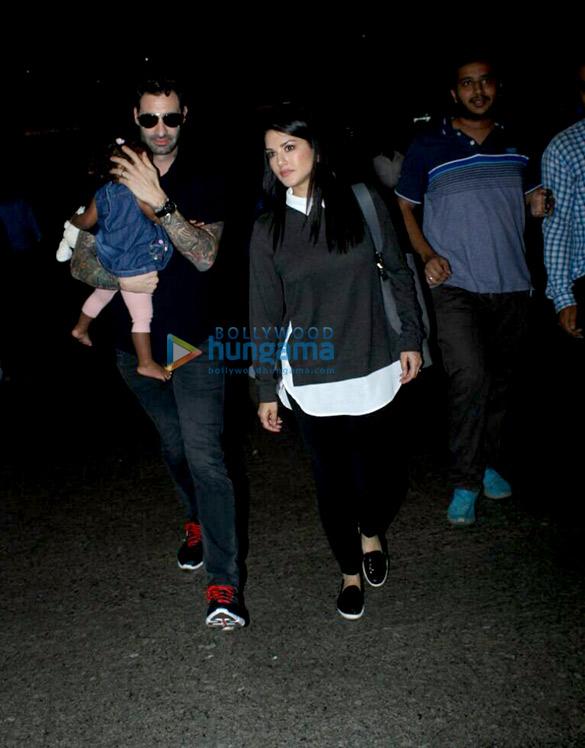 सनी लियोन, डैनियल वेबर और उनकी बेटी निशा कौर वेबर एयरपोर्ट पर आईं नजर