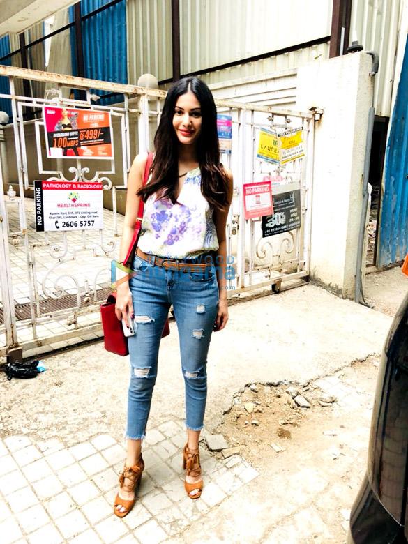 मुंबई में नजर आईं अमायरा दस्तूर
