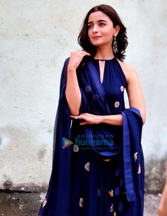 आलिया भट्ट फ़िल्मसिटी में राजी को प्रमोट करते हुए नजर आईं