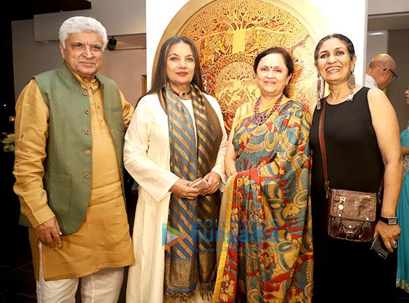 जावेद अख्तर और शबाना आज़मी ने प्रशंसित कलाकार सीमा कोहली के शो 'व्हाट ए बॉडी रिमेम्बर्स' का उद्घाटन किया