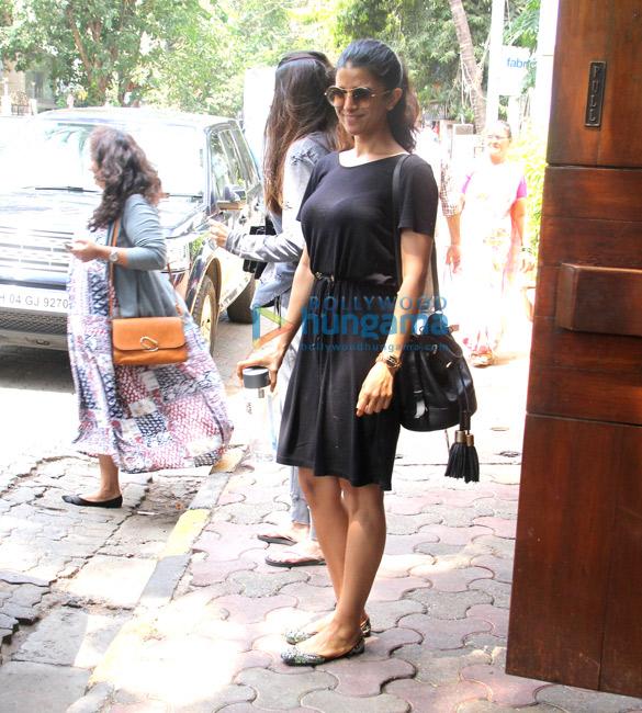 निमरत कौर मुंबई में आईं नजर