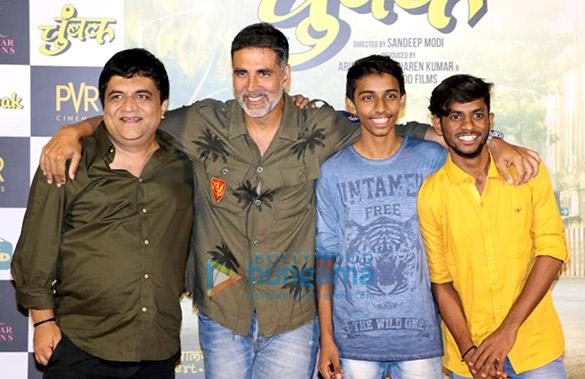 अक्षय कुमार पीवीआर जुहू में मराठी फिल्म चुंबक के ट्रेलर लॉन्च में शामिल हुए