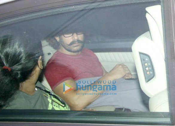 आमिर खान अपनी मां के घर पर आए नजर
