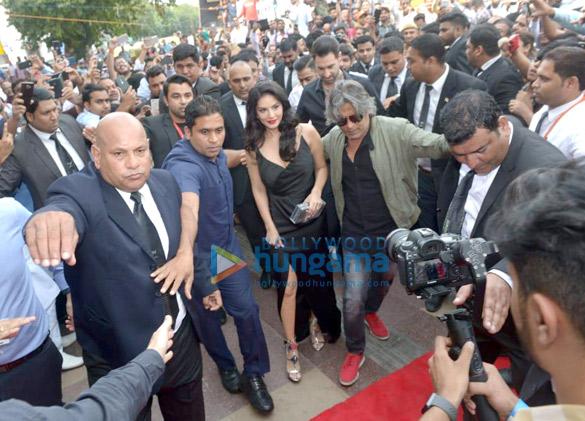 सनी लियोन ने मैडम तुसाद म्यूजियम दिल्ली में अपने मोम के पुतले का अनावरण किया