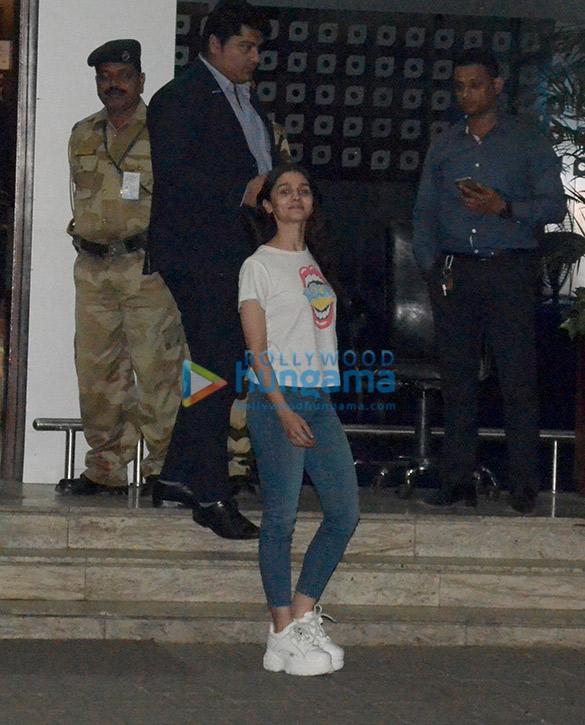 आलिया भट्ट, अनिल कपूर और डैनी डैंगजोंगपा एयरपोर्ट पर नजर आए