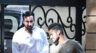 Photos: सैफ़ अली खान और तैमूर अली खान बांद्रा  में नजर आए