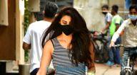 Photos: डेजी शाह बांद्रा में नजर आईं