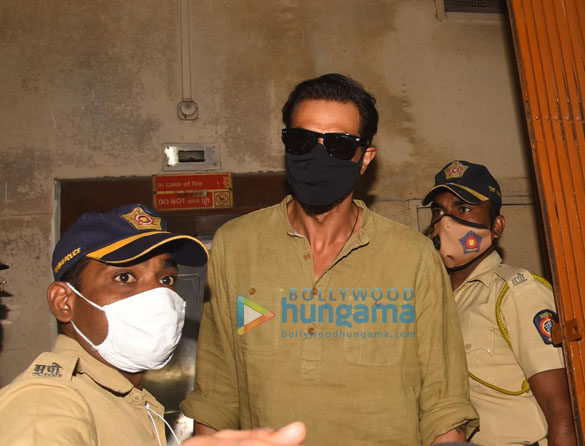 photos: अर्जुन रामपाल, भारती सिंह और हर्ष लिम्बाचिया एनसीबी ऑफ़िस पहुंचे