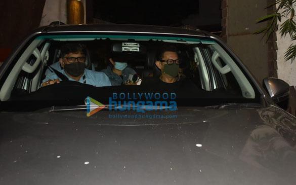 photos: आमिर खान और इरा खान बांद्रा में नजर आए