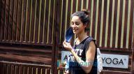 Photos: अनन्या पांडे अंशुका योगा स्टूडियो में नजर आईं
