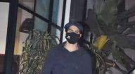 Photos: वरुण धवन मैडॉक ऑफिस में नजर आए