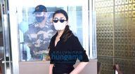 Photos: परिणीति चोपड़ा, करिश्मा कपूर और करिश्मा तन्ना एयरपोर्ट पर नजर आईं