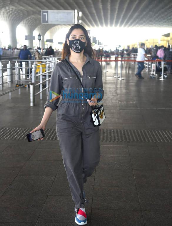 photos: सनी लियोन, सारा अली खान, अमृता सिंह और तमन्ना भाटिया एयरपोर्ट पर नजर आईं