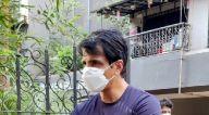 Photos: सोनू सूद अपने घर के बाहर नजर आए