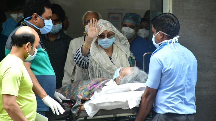 दिलीप कुमार हॉस्पिटल से डिस्चार्ज हुए