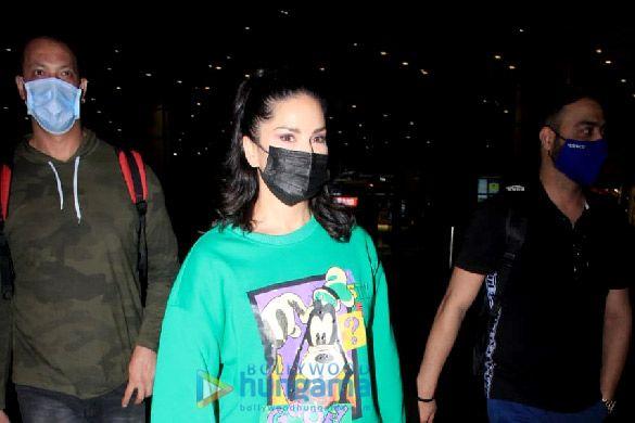 Photos: सनी लियोन, युविका चौधरी, सुनील शेट्टी और सुजैन खान एयरपोर्ट पर नजर आईं